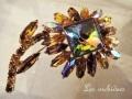 英国ヴィンテージ 虹色ガラスブローチ