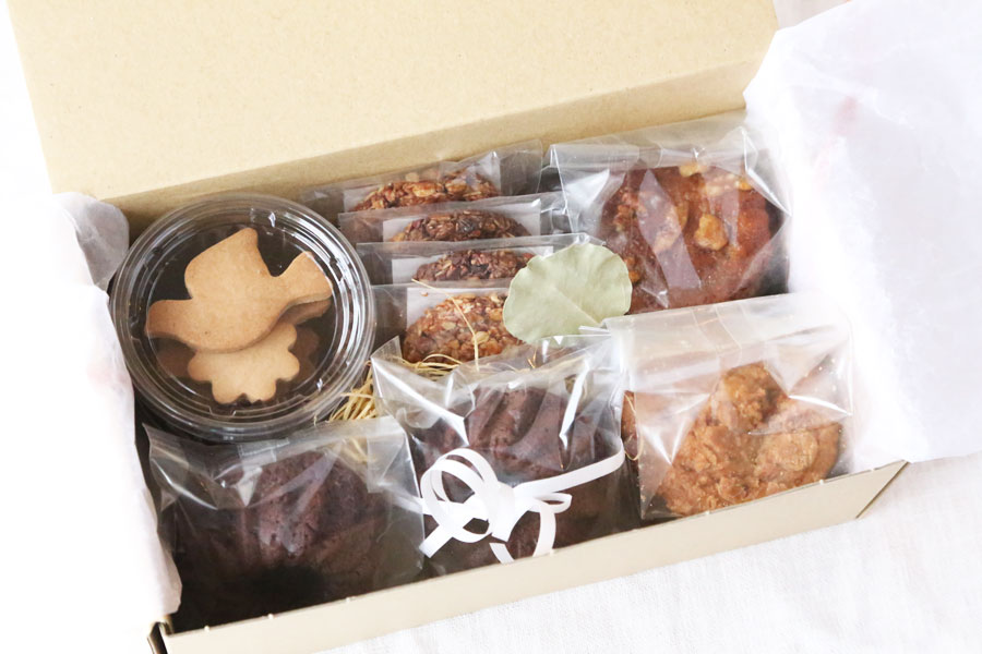 【 体にやさしい焼き菓子(ヘルシースイーツ)の詰合せ 小BOX 】※SOKOの皮まで食べられるレモン使用。非加熱、無農薬ロンガンはちみつ使用。 次回お届け日:11月24日(土)地域によっては25日のお届けとなります。