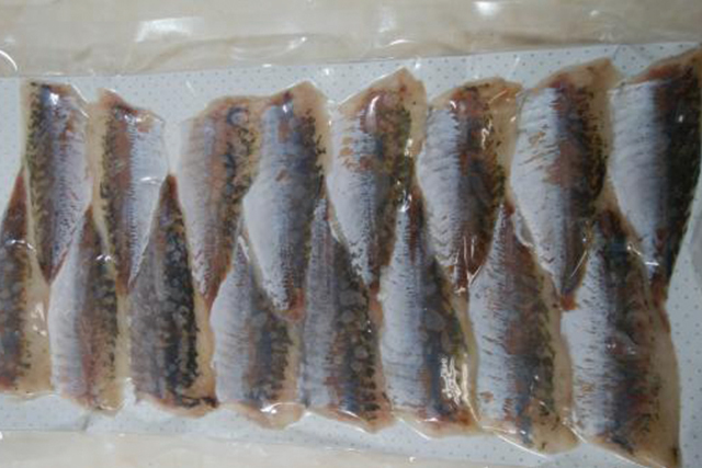 冷凍アジ (皮なし 生食用 1パック:半身16枚) (福岡、長崎産等)