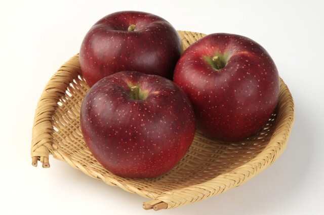 秋映 リンゴ  (長野産他)   1個