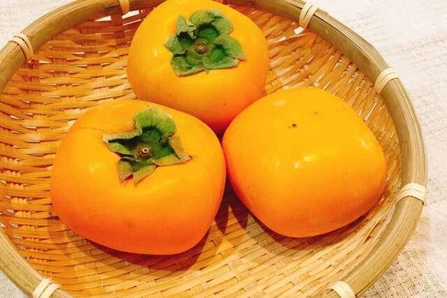 刀根早生柿 1個 (和歌山産など)