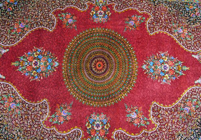 ペルシャ絨毯・シルク100%、リビングサイズ