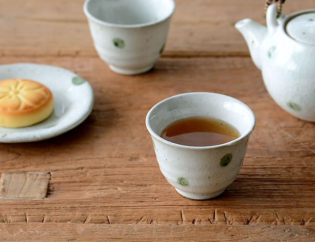 ヒスイ玉 煎茶碗