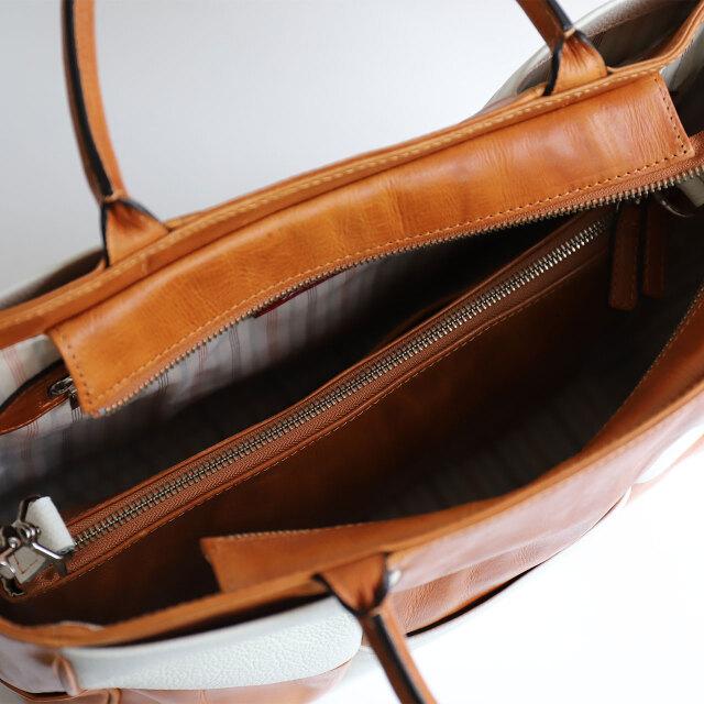 内側にバッグインバッグあり