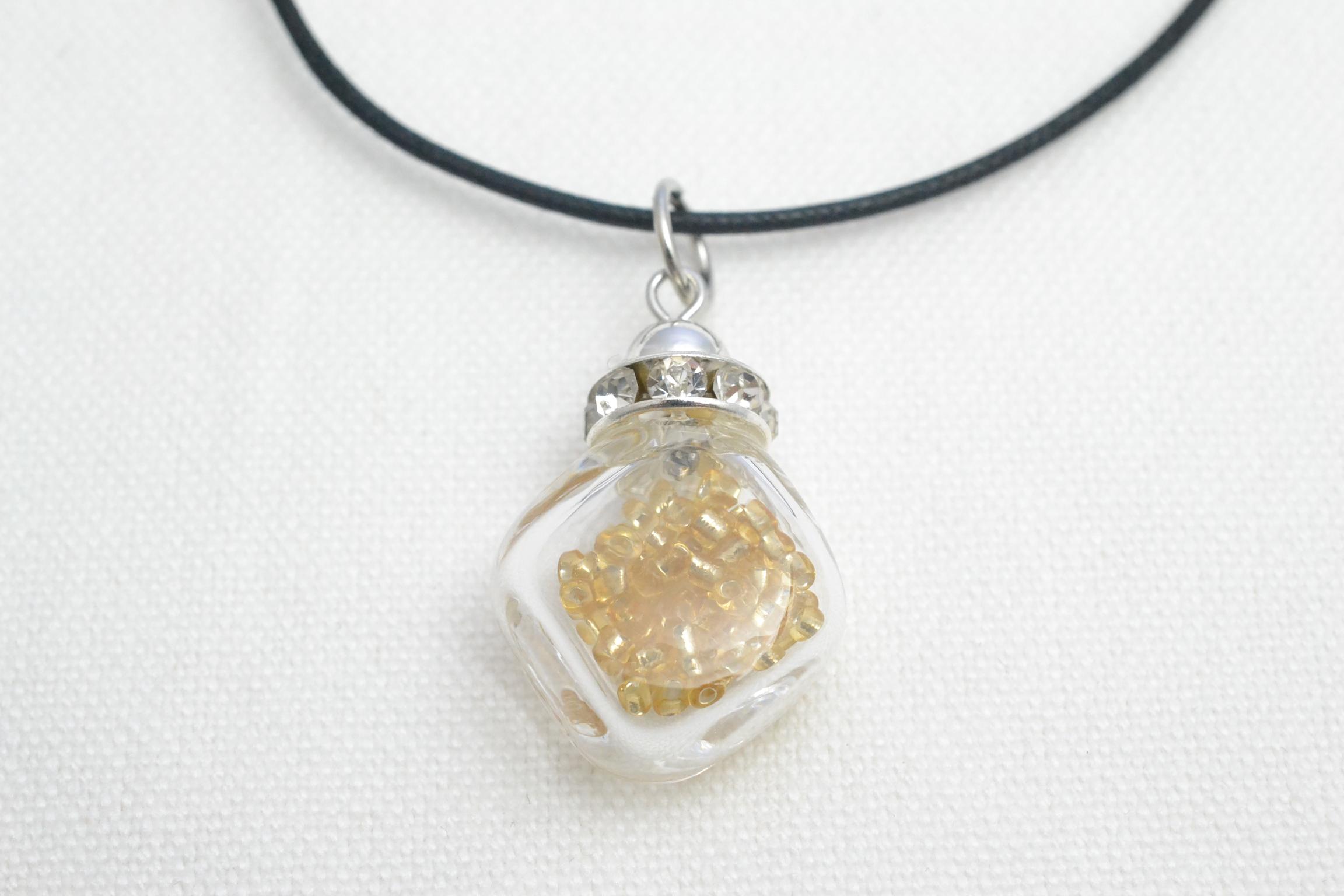 ムラーノグラスペンダント 小瓶型ペンダントトップ(スクエア) ゴールド ネックレス付き