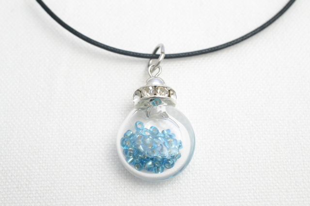 ムラーノグラスペンダント 小瓶型ペンダントトップ(サークル) ライトブルー ネックレス付き