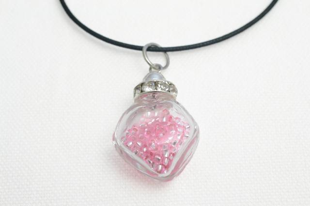 ムラーノグラスペンダント 小瓶型ペンダントトップ(スクエア) ピンク ネックレス付き