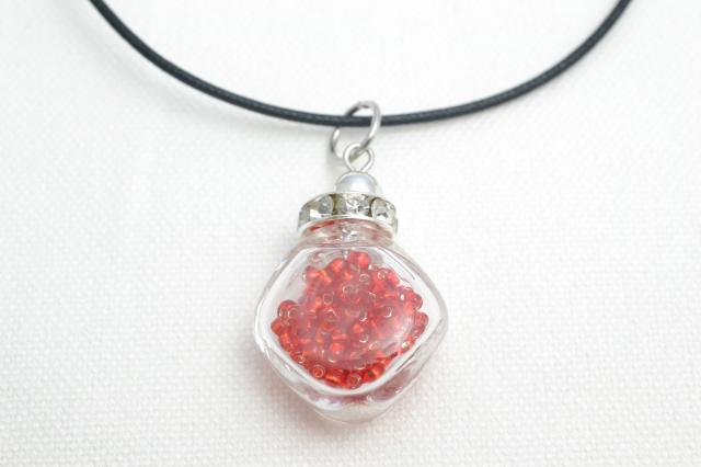 ムラーノグラスペンダント 小瓶型ペンダントトップ(スクエア) レッド ネックレス付き