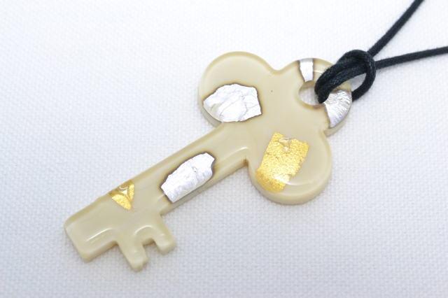 ムラーノグラスペンダント キーペンダントトップ55mm ホワイト&ゴール&シルバー ネックレス付き