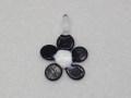 ムラーノグラス フラワー型のペンダント ブラック&ホワイト ネックレス付き