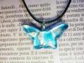 ムラーノグラスペンダント 蝶のモチーフのペンダントトップ マリンブルー&シルバー ネックレス付き
