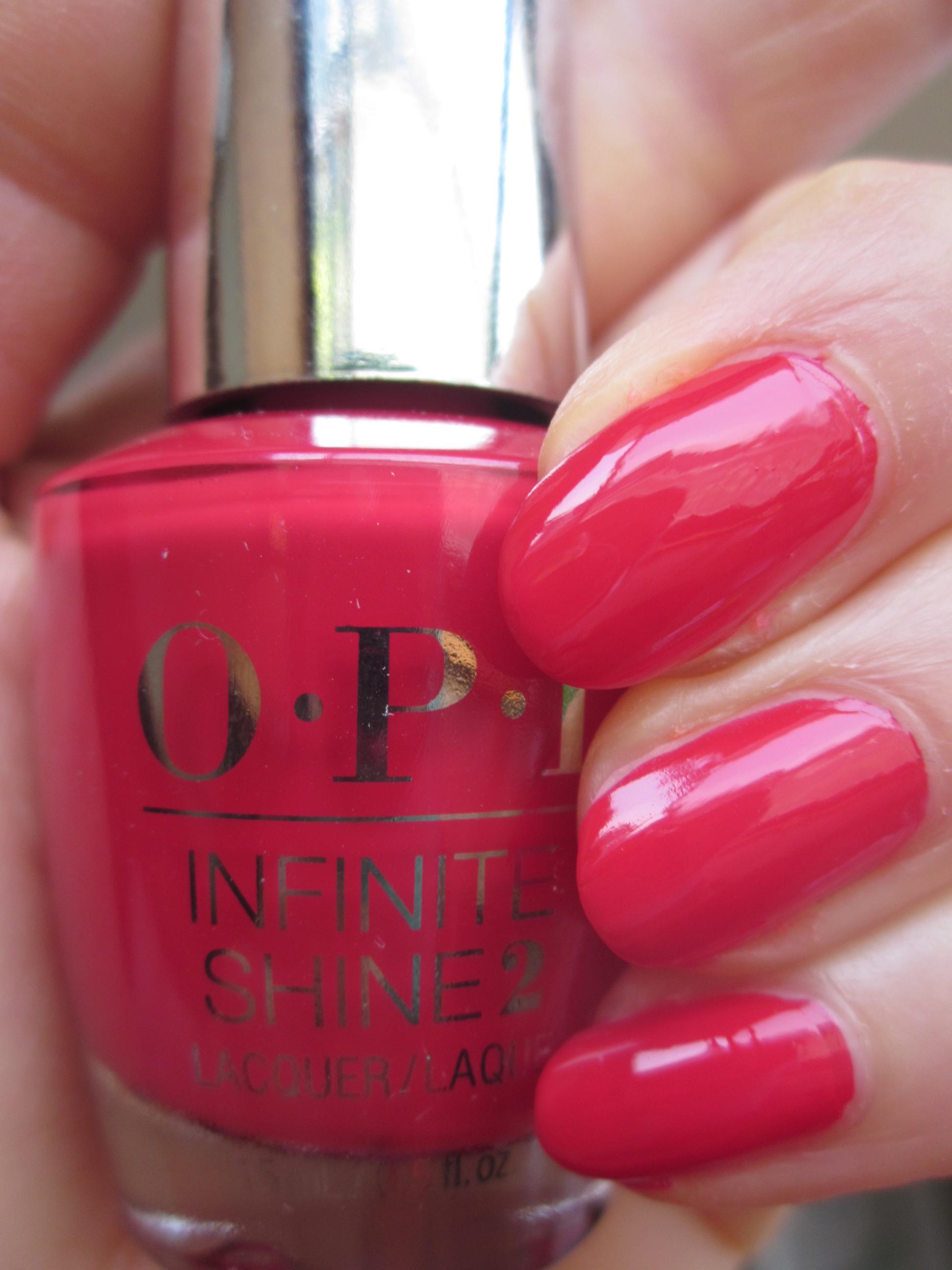OPI INFINITE SHINE(インフィニット シャイン) IS-L09 Unequivocally Crimson(アンイクイヴォカリー クリムゾン)