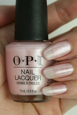 OPI(オーピーアイ) HR-J07 The Color That Keeps On Giving(Pearl)(ザ カラー ザット キープス オン ギビング)