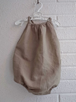 012d4beb3 CARAMEL キャラメル caramel babyχld Azalea Baby Romper, Stone Grey ベビー吊りロンパース