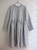 le vestiaire de jeanne Uniform pleated long sleeves dress, light stripes linen  リネンストライプ長袖ワンピース