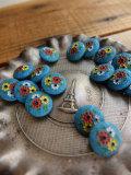 パリ蚤の市 クリニャンクールのデッドストックアクセサリー ブルーガラス小花手塗りボタン