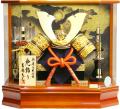 【五月人形】吉徳大光作 特選伝統工芸「龍頭付大鍬兜」アクリル パノラマケース飾り(537-291) ※取寄せ商品