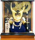 【五月人形】吉徳大光作 「彫金 貫前兜」アクリル パノラマケース飾り(537-468)