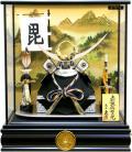【五月人形】久月作 家紋「上杉謙信 兜」ガラスケース飾り(K517130)