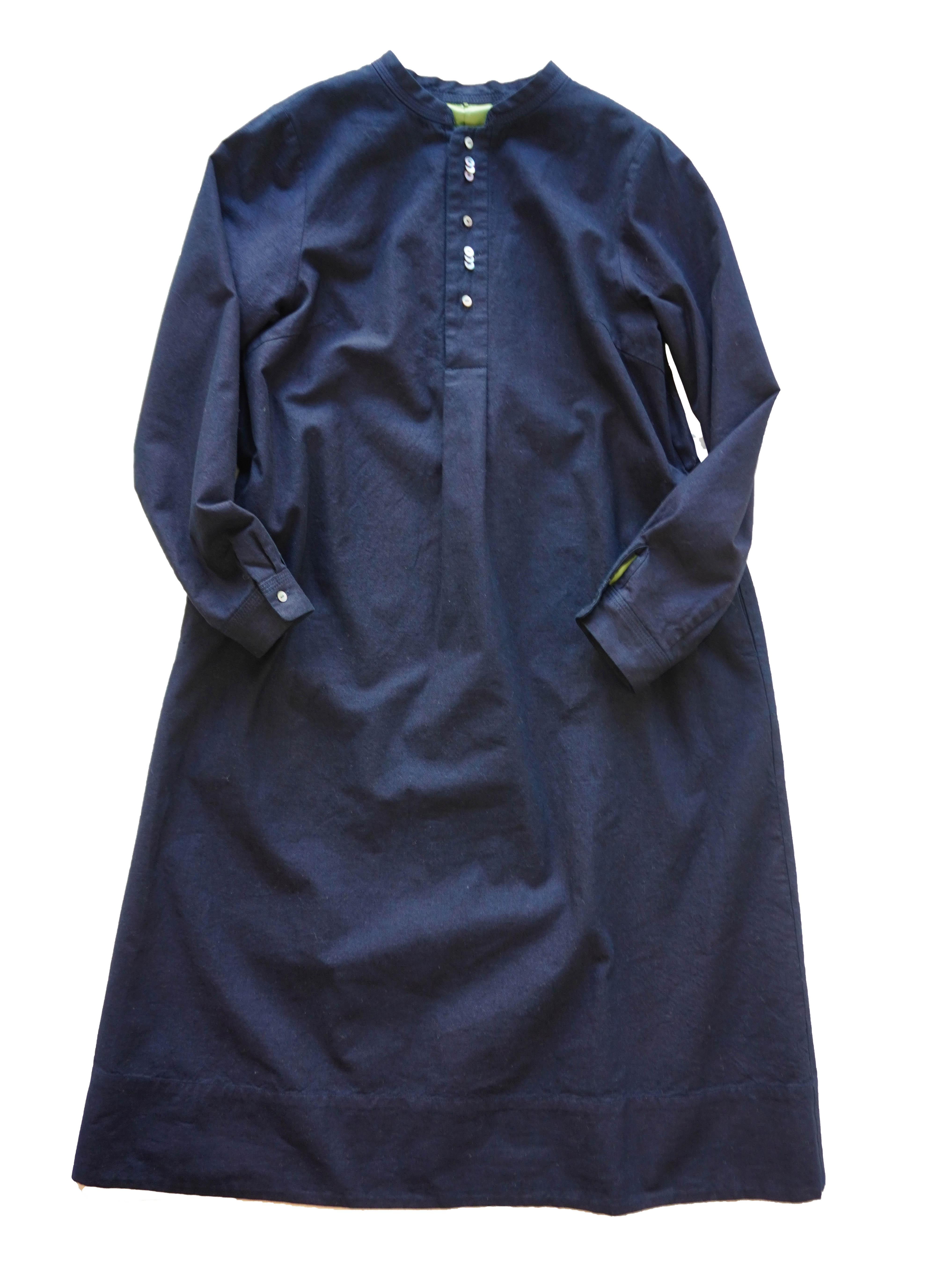 インディゴ平織りスタンド衿ワンピース