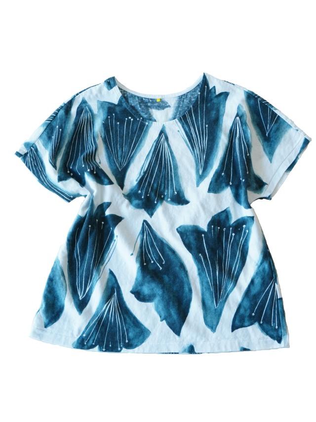 ラフィ天竺紺百合柄フレンチ袖Tシャツ