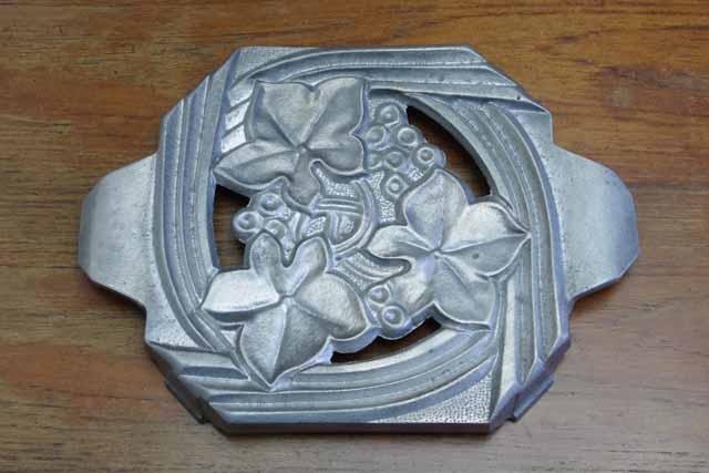 アンティーク鍋敷き 1930年代(ブドウ)アルミダイカスト
