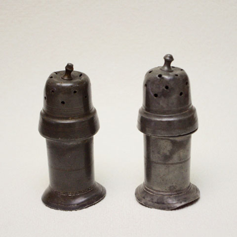 フランス アンティーク 17世紀  塩・こしょう・入れ  (エタン製)