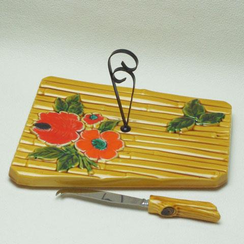 フランスブロカント チーズプレート (赤い花)ナイフ付き