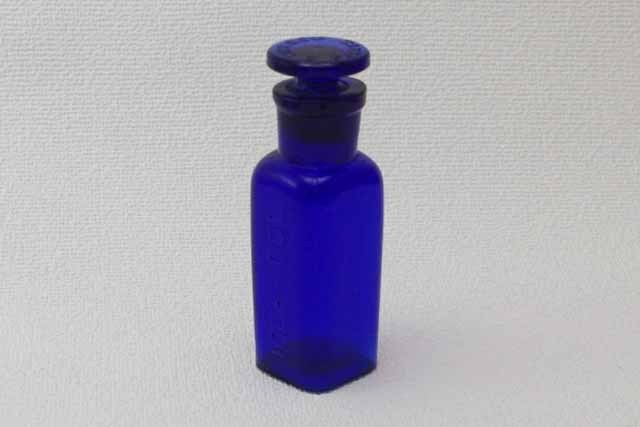 フランス ブロカント コバルトブルー ガラス瓶 (キャップ付き)