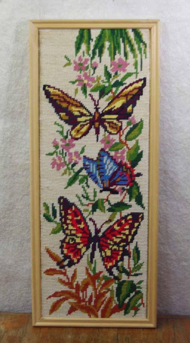 「蝶々」刺繍 (クロスステッチ)額入り