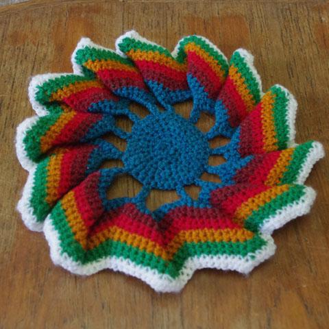 かぎ針編み    円形クッションカバー (ダーク・グリーン)