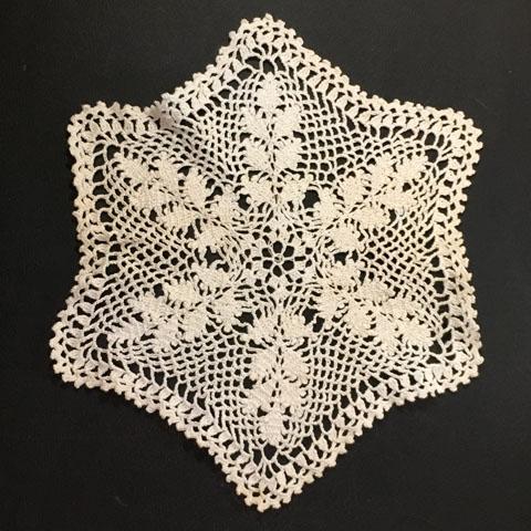 手編みレース 6角形 ドイリー(ベージュ)