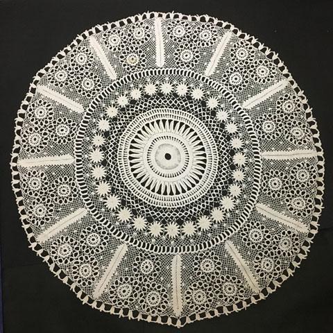 手編みレース テーブルクロス(直径1m)