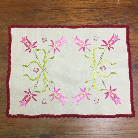 フランスブロカント  刺繍 テーブルセンター (麻)