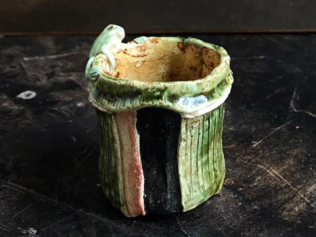 竹に蛙ぐい呑/相場るい児
