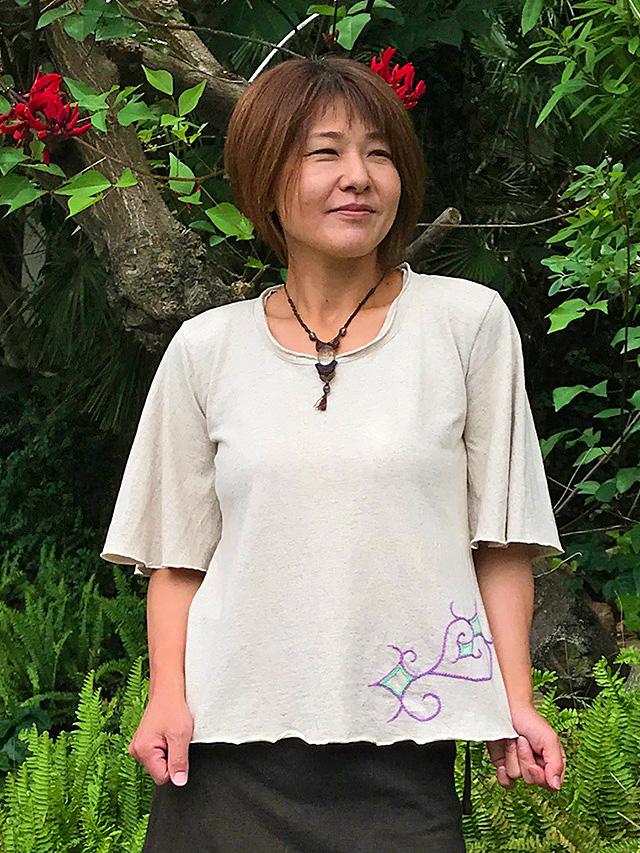 asana x OLie アフリカン フレアー Tee・アイヌ刺繍
