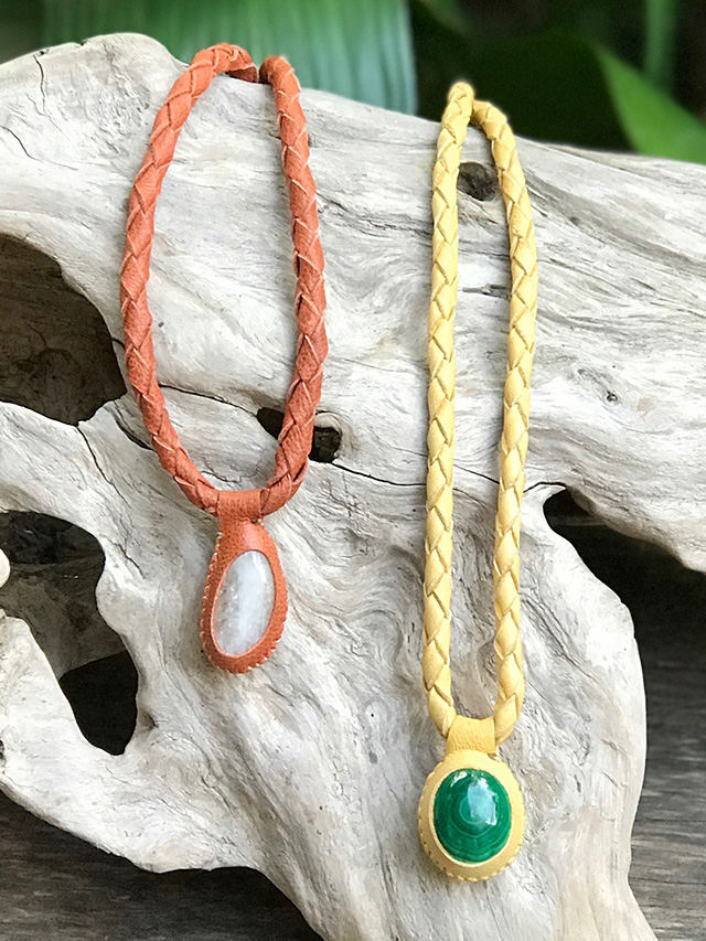 天然石とレザーのリバーシブル ネックレス