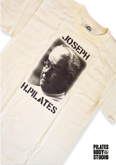 【ジョセフ・H. ピラティスポートレートT-Shits】メンズSサイズ