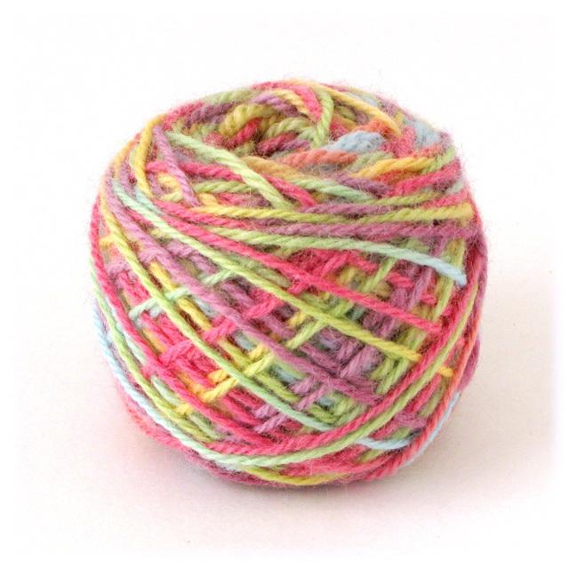 にじ染め羊毛/濃色(40g・糸の太さ約1.85mm)