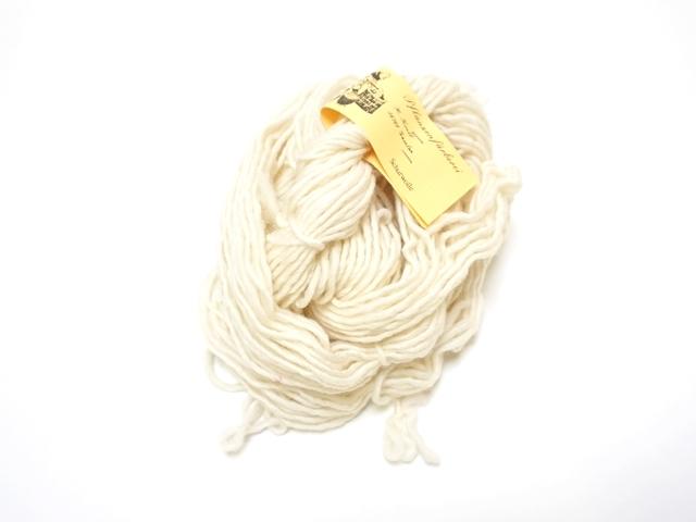 草木染め毛糸単撚りホワイト