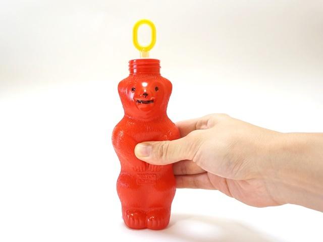 クマのシャボン玉・おなかを押すと吹き口が出てきます。