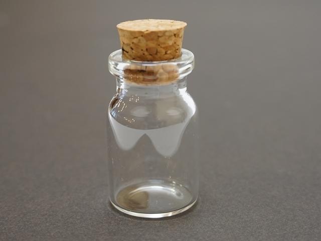 ガラスの小瓶1