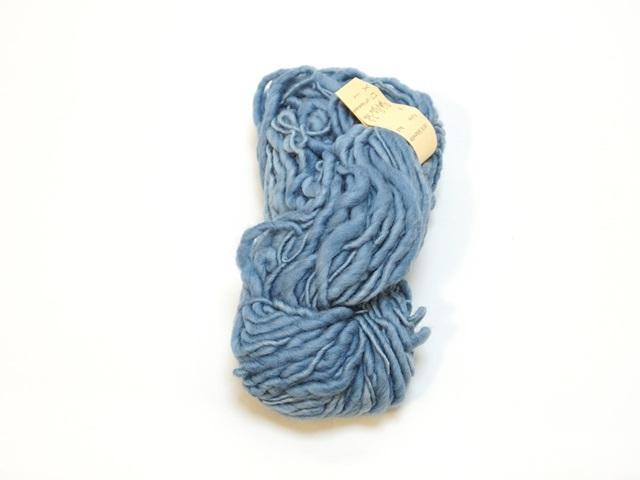 【129-A10】草木染毛糸ホームスパン(100g巻き)ライトブルー/製造中止/在庫限り