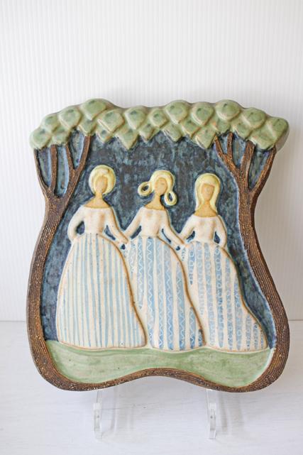 北欧ヴィンテージ/Upsala Ekeby(ウプサラエクビー)/陶板の壁掛け/踊る3人の少女