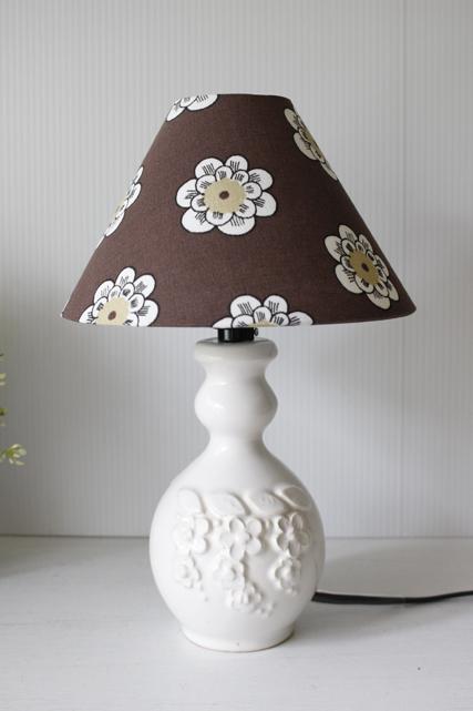 ミニサイズ!北欧照明/スウェーデン製/テーブルランプ/ホワイトフラワーモチーフ/SOLD OUT