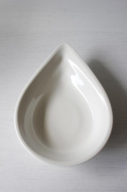 北欧ヴィンテージ/Royal Copenhagen /ドロップ型小皿/Ursula/ウワスラ/ホワイト/SOLD OUT