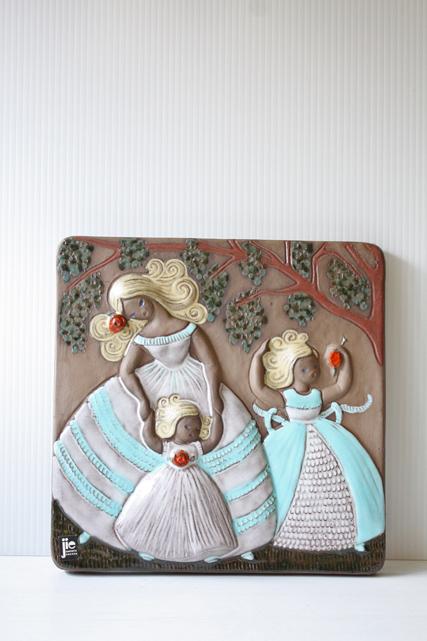 北欧ヴィンテージ/jie gantofta社/陶板の壁掛け/ママと二人の女の子/SOLD OUT