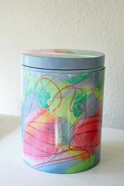 北欧ヴィンテージ缶