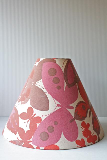 北欧照明/ランプシェード/ヴィンテージ布/ピンクの蝶々