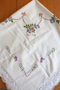 北欧刺繍/ヴィンテージテーブルクロス/フラワーモチーフ